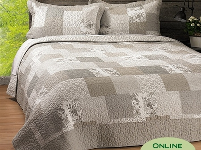 Claudia Quilt <br>by Antik