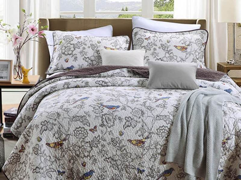 Birds Coverlet by Daniadown