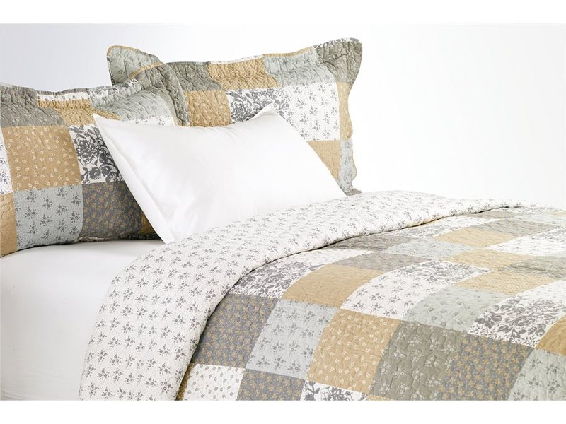 Gisele Quilt <br>by Antik