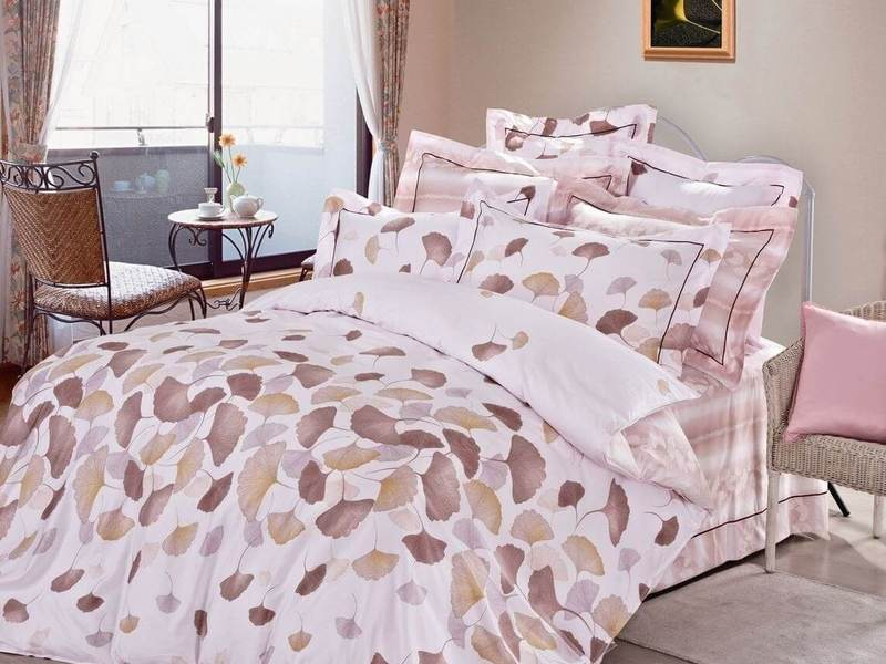 Rose Feuilles Bedding by St. Pierre